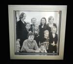 Familieportret spiegel 30x30 cm. met baklijst.