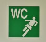 Bordje WC bij voetbalclub
